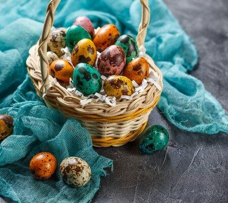 Крашенные перепелиные яйца