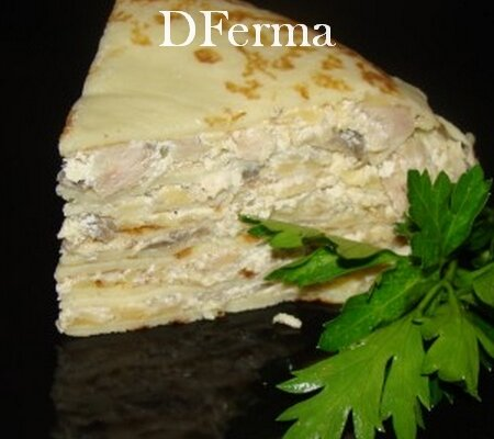 Блинный пирог с индейкой и грибами